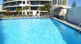 heated-pool-surfers-paradise